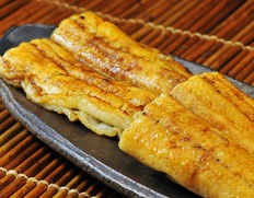 琵琶湖魚三『国産《養殖》鰻白焼き』190g前後(たれ、粉山椒つき)※冷蔵