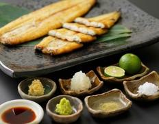 静岡県浜名湖産 『魚魚一 うなぎの白焼』 120g ※冷凍【◆】