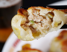 『一味玲玲の手包みにんにく餃子』自家製タレ、調理リーフレット付 約600g (10個×2袋)※冷凍