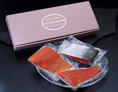 カムチャッカ産紅鮭使用!冷燻仕上げのスモークサーモン 約700g(フィレ3分の1カット) ※冷凍