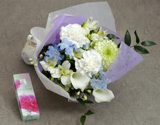 ≪母の日ギフト≫『白いカーネーション入り お供えの花束』カーネーション他 ラッピング込み お線香付き ※常温