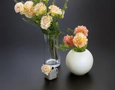 長く楽しむ『花瓶3種とお任せ花束セット』 クリーム色の花瓶1個+花瓶5個+生花15本 簡易包装 ※冷蔵