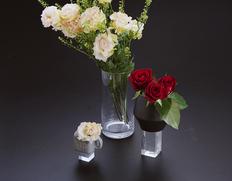 長く楽しむ『花瓶3種とお任せ花束セット』 黒色の花瓶1個+花瓶5個+生花15本 簡易包装 ※冷蔵
