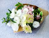 葛西市場よりお届け『お盆用 洋の花束』 トルコキキョウ中心 6本前後×2束セット(1対) 長さ約50cm ※冷蔵の商品画像